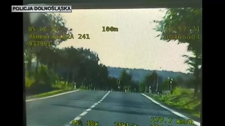 Szalony rajd motocyklisty. Jadąc z pasażerką pędził ponad 180 km/h