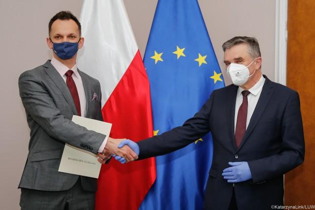 Kamil Adam Lewandowski (z lewej) i wojewoda lubelski Lech Sprawka