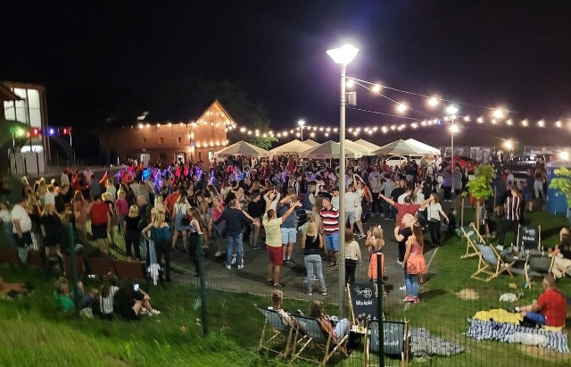 W sobotę odbyła się tu pierwsza wielka impreza muzyczna z didżejem na którą przyszły setki mieszkańców. Grała muzyka z lat 80. i 90. Mieszkańcy mają nadzieję, że podobne zabawy będą tu organizowane częściej.
