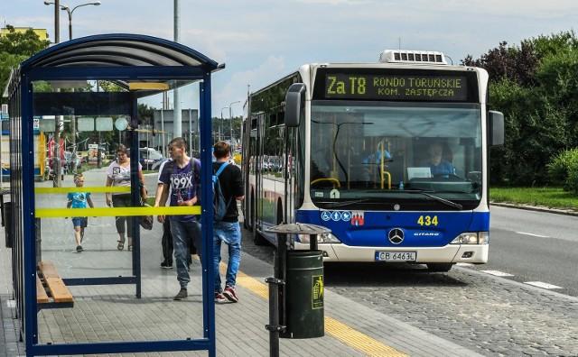 W weekend 15-16 września czekają nas spore zmiany w komunikacji miejskiej. Zobaczcie, dlaczego dzisiaj możemy jeździć autobusami i tramwajami za darmo. Sprawdźcie, co jeszcze się zmieni w funkcjonowaniu komunikacji miejskiej w Bydgoszczy. Szczegóły na kolejnych slajdach >>>