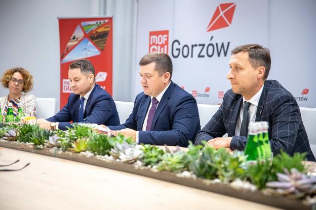 W czwartek 2 lipca w Urzędzie Miejskim w Gorzowie Strzelce Krajeńskie oficjalnie przystąpiły do aglomeracji gorzowskiej, czyli Miejskiego Obszaru Funkcjonalnego