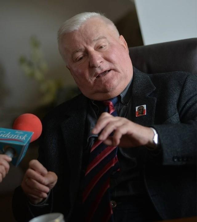 """Lech Wałęsa zgolił wąsy, bo wybiera się do Dubaju """"Chcę się równo opalić w Dubaju"""" [ZDJĘCIA]"""