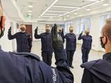 Nowi funkcjonariusze w szeregach białostockiej policji. W środę ślubowali na konstytucję (zdjęcia)