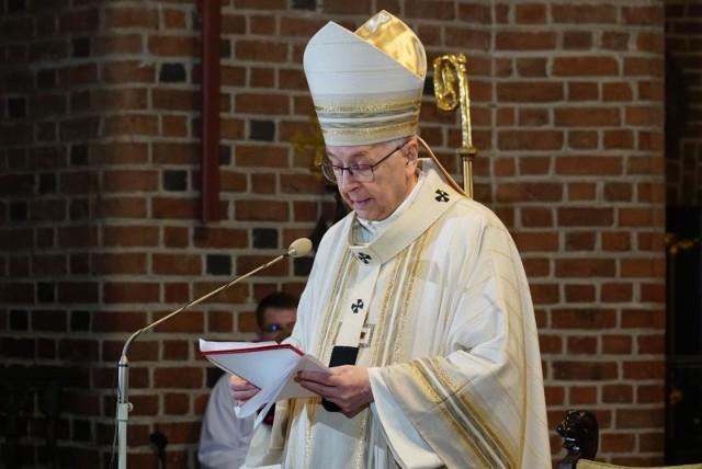 Arcybiskup Stanisław Gądecki postanowił wykorzystać pierwszą niedzielę adwentu, by przemówić do wiernych. Ale w liście pasterskim zamiast radosnego oczekiwania na przejście Zbawiciela, metropolita poznański postanowił się skupić na ostatnich wydarzeniach, dziejących się w Polsce.