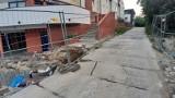 Lublin. Wywrotka uszkodziła płytę betonową na Kredowej. Mieszkańcy boją się tędy jeździć