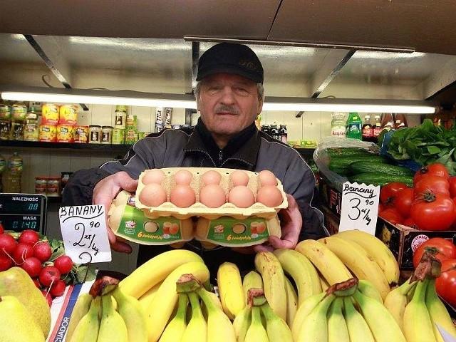 U mnie jajka zdrożały o 15 groszy, z 0,50 zł na 0,65 zł – wylicza Janusz Pałka, jeden z kupców z Targowiska Bazar w Lublinie  (fot. Wojciech Nieśpiałowski)