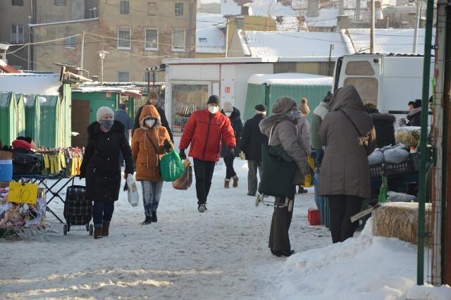 Regularnie informujemy, o tym jak kształtują się ceny na placu targowym przy ul. Owocowej w Zielonej Górze.Wideo: Zielona Góra. Zima w mieście. Trudny czas dla drogowców