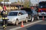 Oświęcim. Zderzenie trzech samochodów na ulicy Wyzwolenia. Dwie osoby ranne trafiły do szpitala [ZDJĘCIA]