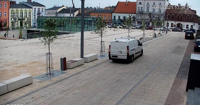 Na Starym Rynku w Częstochowie zainstalowano nowe kameryZobacz kolejne zdjęcia. Przesuwaj zdjęcia w prawo - naciśnij strzałkę lub przycisk NASTĘPNE