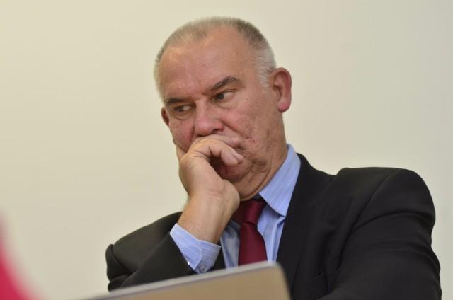 - Ja też uważam, że pierwszym lekarstwem zapobiegającym chorobom przenoszonym drogą płciową jest uporządkowane życie seksualne - mówi Tadeusz Dziuba