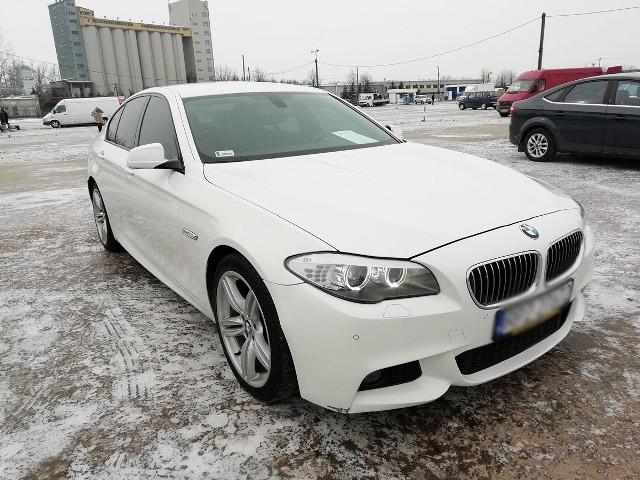 BMW 520D z datą produkcji: grudzień 2012 r. Wystawione zostało za 85 tys. zł. Dane szczegółowe: silnik wysokoprężny 2,0 o mocy 184 KM, manualna 6-stopniowa skrzynia biegów, przebieg: 156 tys. km, zarejestrowany w Polsce (pierwszy właściciel), ważne OC i badanie techniczne. Wyposażenie dodatkowe: auluminiowe felgi 19', reflektory biksenon. Możliwa zamiana na tańszy samochód.