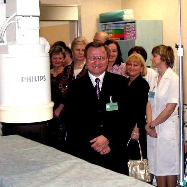 Angiograf, czyli najdroższe urządzenie w nowym oddziale szpitala. W środku ordynator Marek Ujda.