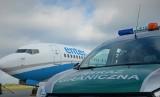Agresywny Anglik w samolocie do Londynu. Wyprowadzili go w kajdankach