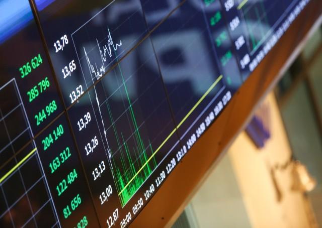 Krajowy rynek akcji znajdował się pod wpływem kilku czynników.