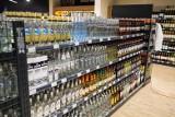 Kupują alkohol na kartę płatniczą wydawaną przez Miejski Ośrodek Pomocy Rodzinie