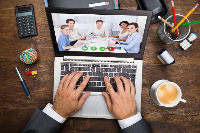 Ponad połowa pracowników biorących udział w telekonferencjach uważa je za mniej efektywną formę pracy zespołowej niż spotkania na żywo.