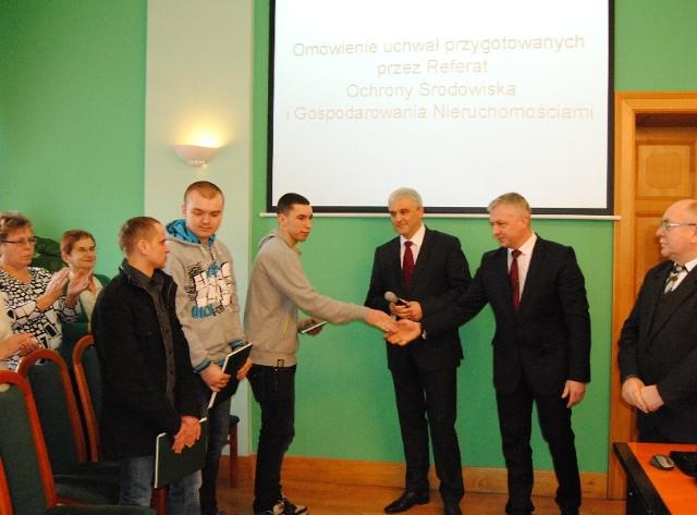 Dawid Gról – prezes WOPR-u w Zbąszyniu, Szymon Grąz oraz Tomasz Dalecki uratowali rowerzystę przemierzającego lodową  Jeziora Błędno.