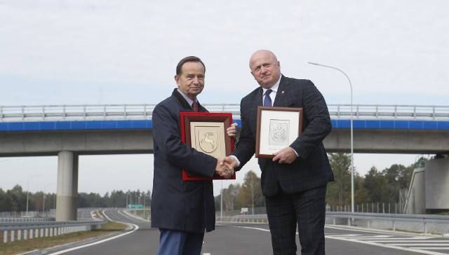 11 października uroczyście otwarto drogę ekspresowej S19 na granicy dwóch województw (odcinek Lasy Janowskie – Zdziary).