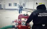Dzień Strażaka w powiecie grójeckim. Funkcjonariusze z Aresztu Śledczego zorganizowali ćwiczenia pożarnicze