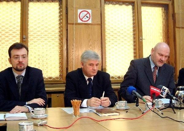 Niespodziewanie działacz PO Bernard  Kwiatkowski (w środku) został jednym z  najbliższych współpracowników lewicowego  prezydenta Michała Zaleskiego.