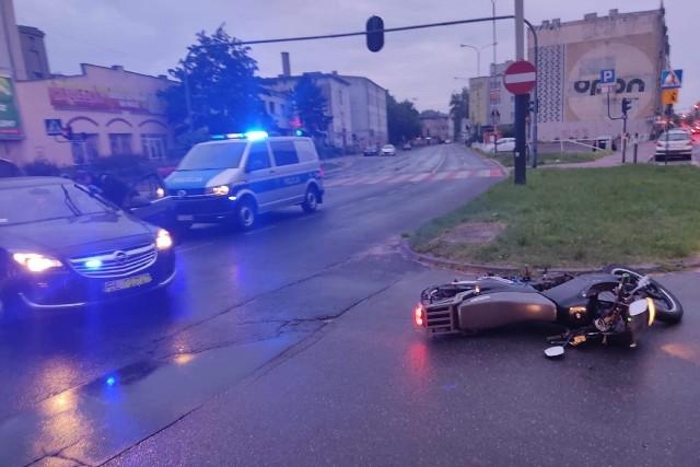 Pościg zakończył się wywrotką motocyklisty na skrzyżowaniu ul. Wólczańskiej z ul. A. Struga.KLIKNIJ DALEJ