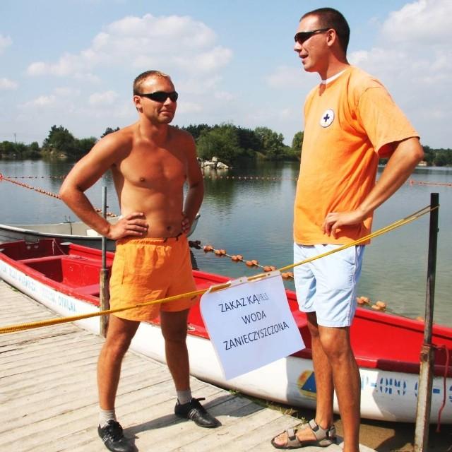 Ratownicy Marcin Tomasiewicz i Grzegorz Purgał liczą na to, że zakaz zostanie lada dzień zniesiony.