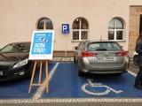 Pełnosprawni, jazda stąd! Akcja aby miejsca parkingowe dla osób niepełnosprawnych nie były blokowane