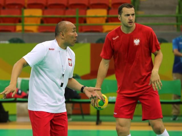 Czy Tałant Dujszebajew powinien już teraz powinien skorzystać z Mariusza Jurkiewicza (na zdjęciu z prawej)?