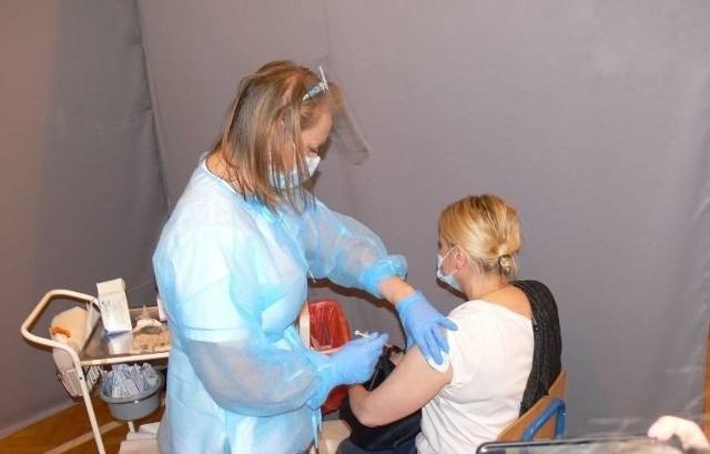 Punkt szczepień powszechnych działa w Sandomierzu w sali gimnastycznej II Liceum Ogólnokształcącego.