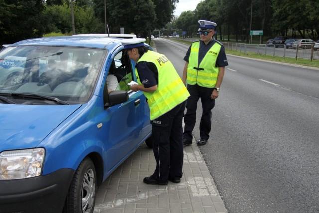 Od 20 kwietnia można już jechać samochodem bez wyraźnego powodu i policja nie będzie już za to karać mandatem