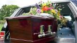 Czy zasiłek pogrzebowy zostanie podwyższony? Projekt w tej sprawie trafił do Sejmu. Ile w tej chwili wynosi zasiłek pogrzebowy?