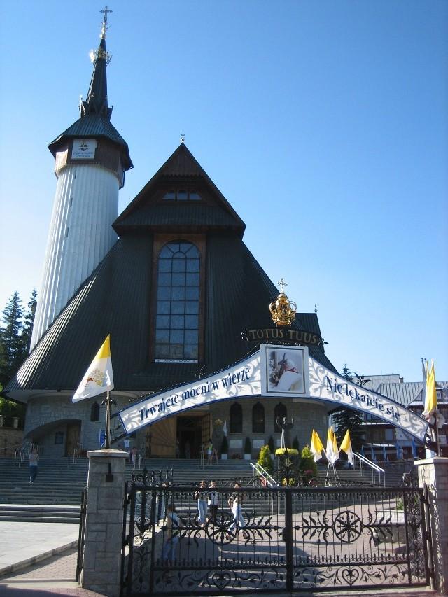 Sanktuarium Matki Bożej Fatimskiej na Krzeptówkach prowadzone jest przez księży  palotynów. Wzniesione jako wotum wdzięczności za ocalone życie Ojca Świętego Jana Pawła II po zamachu.