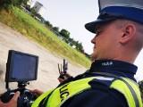 """Rzeszów. Policjanci z dronem prowadzą akcję """"Czerwone Światło - STOP"""" [ZDJĘCIA, WIDEO]"""