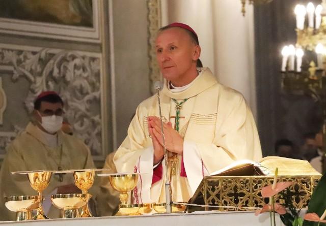 Biskup radomski Marek Solarczyk zdecydował o zdjęciu dyspensy od udziału w niedzielnych mszach świętych.
