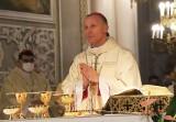 Biskup radomski znosi dyspensę od uczestnictwa w niedzielnej mszy. W kościołach  będzie mogło być więcej osób