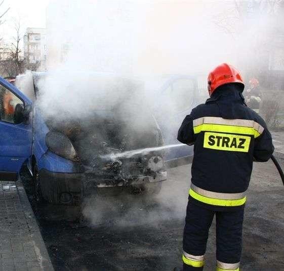 Na Chabrach strażacy gasili opla vivaro