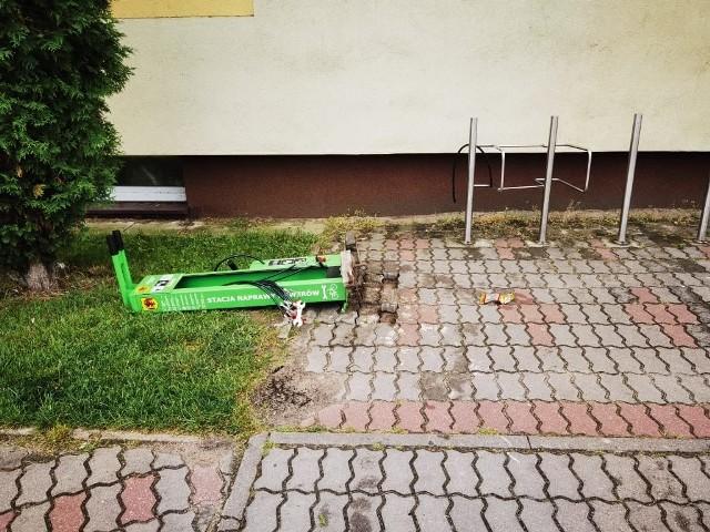 Tym razem nieznani sprawcy zniszczyli samoobsługową stację naprawy rowerów