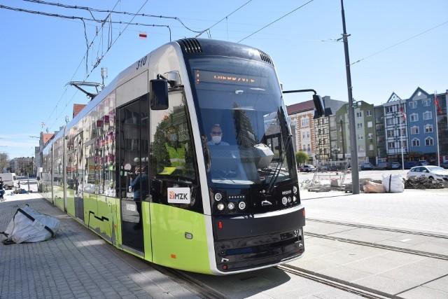 """Już od soboty 1 maja pasażerowie tramwajów, które ulicą Warszawską będą jechały na wysokości filharmonii usłyszą z głośników Water Music"""" Geroga Friedricha Haendla."""