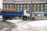 Kraków. Na ulice wysypano ponad 10 tysięcy ton soli. Przywiozło ją ponad 500 tirów [ZDJĘCIA]