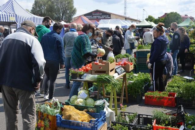 Produkty sprzedawane na zielonogórskiej giełdzie przy ul. Elektronowej.