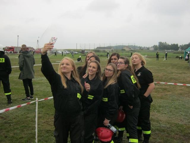W minionym tygodniu odbyły się gminne zawody sportowo-pożarnicze. Udział wzięły w nich także kobiety. Zobaczcie fotorelację.