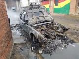 Makabryczne znalezisko w spalonym BMW w Wygodzie w gminie Zawichost. Były tam ludzkie zwłoki