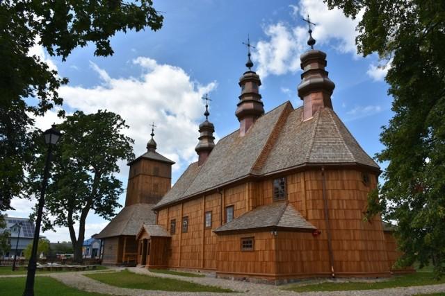 Drewniany kościół pw. św. Apostołów Piotra i Pawła w Hannie, pow. włodawski, został wybudowany w 1739 r. Niedawno odremontowany.