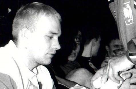 45 lat kończy dziś Mariusz Jurasik, jeden z najlepszych polskich piłkarzy ręcznych w historii, przez wiele lat zawodnik Iskry i Vive Kielce. >>>>>>Zobacz kolejne zdjęcia. Przesuwaj zdjęcia w prawo - naciśnij strzałkę lub przycisk NASTĘPNE GDZIE SĄ CHŁOPCY Z TAMTYCH LAT, CZYLI CO DZIŚ ROBIĄ BYŁE GWIAZDY VIVE KIELCE [ZDJĘCIA] [B]POLECAMY RÓWNIEŻ:[/B][tabela][tr][td sz=300]IGOR KARACIĆ SIĘ ZARĘCZYŁ. ZOBACZ JEGO PIĘKNĄ WYBRANKĘ[/td][td sz=300]PIĘKNOŚĆ Z UKRAINY. ZOBACZ PARTNERKĘ ARTIOMA KARALIOKA[/td][/tr][td]BYŁY ZAWODNIK VIVE KIELCE JEST CZOŁOWYM POKERZYSTĄ ŚWIATA. WYGRYWA MILIONY DOLARÓW