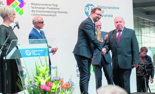 Nagrodę za najlepsze stoisko i najlepszy produkt odebrał podczas poznańskich targów Pol-Eco-System Sergiusz Martyniuk, prezes firmy Pronar