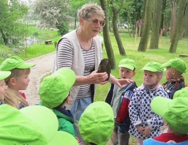 Teraz przez trzy miesiące w parku będą organizowane zajęcia przyrodniczo-artystyczne, w czasie których dzieci z całej Opolszczyzny poznają historię polskiej małży.