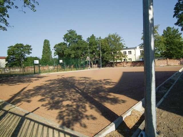 Aktualnie na terenie Zespołu Szkół w Chełmży trwają prace budowlane. Niebawem uczniowie i mieszkańcy będą mogli cieszyć oko nowymi obiektami