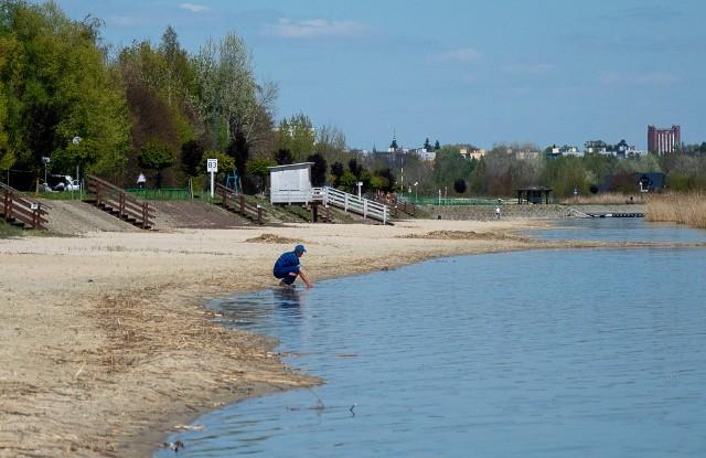 Nad Jeziorem Tarnobrzeskim trwają dwie inwestycje. Rozbudowa infrastruktury i dróg. Jej efektem będą parkingi, punkty gastronomiczne, altany grillowe, przebieralnie, park linowy, ścieżka rowerowa i chodniki.