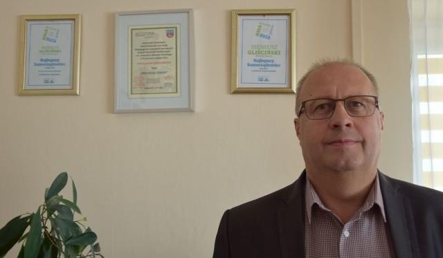 Ireneusza Gliścińskiego już doceniło społeczeństwo w tym miesiącu. 2 października po raz trzeci z rzędu otrzymał tytuł Najlepszego Samorządowca 2018 Roku w powiecie włoszczowskim.