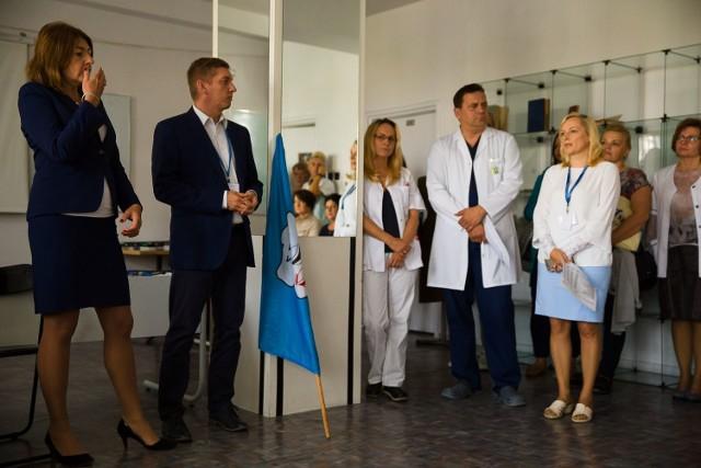 - Gdyby to ode mnie zależało, dałabym wam tyle, ile chcecie - mówiła podczas wczorajszego spotkania z załogą prof. Anna Wasilewska (z lewej), dyrektor UDSK w Białymstoku.